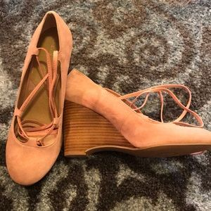 Blush wedges with ribbon ties